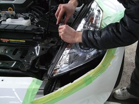 加工ヘッドライト品 プロショップならではの、国家整備士・車体整備士のよる、安心のお取り付け作業2