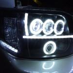 200系ハイエース 8連イカリング&アクリルライン加工ヘッドライト