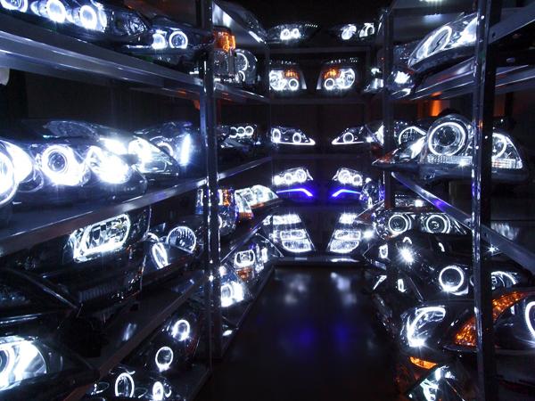 ガレージエバーグリーン LEDイカリングヘッドライト 陳列・点灯確認・倉庫画像