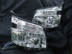 ★70 ヴォクシー VOXY 前期★高輝度白色LEDイカリング4連装&高輝度橙色LED&白色LED増発 レンズクリーニング・コーティング済み オーダー加工ドレスアップヘッドライト