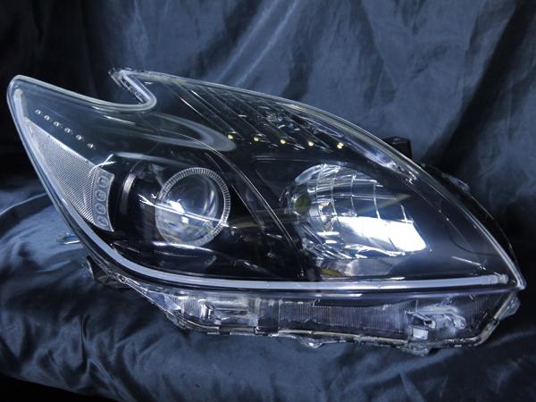 トヨタ 30系プリウス 前期/後期 全年式対応 純正ハロゲンロービーム車用 純正ドレスアップヘッドライト LEDイカリング&高輝度白色LED22発増設&LEDアクリルイルミファイバー&インナーブラッククロム