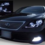 レクサス LS600h/LS600hL 前期(プリクラッシュ無し車または前方のみプリクラッシュ有り車用)純正ドレスアップヘッドライトプロジェクター周りワンポイント塗装&8連高輝度白色LEDイカリング&純正ポジションLED色替え&LEDアクリルイルミファイバー&インナーブラッククロム