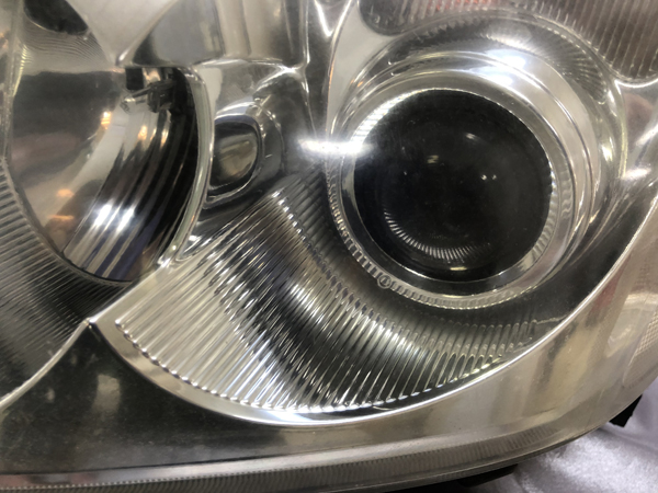 トヨタ AZT250/255 アベンシス 前期 純正ヘッドライト クリーニング&コーティング施工